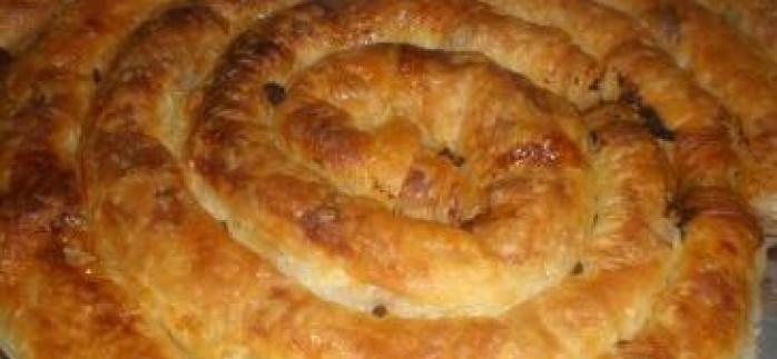 Hazır Yufkadan Kıymalı Kol Böreği