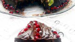 Meyveli Karaorman Pastası