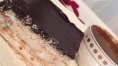 Çikolata Soslu Muhallebili Bisküvi Pastası